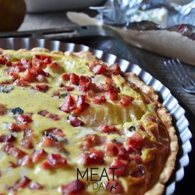 Tarta z boczkiem, gruszką i gorgonzolą