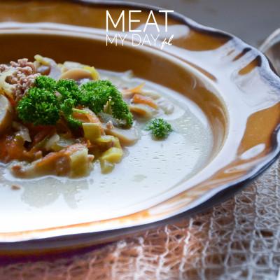 Zupa porowa z wieprzowym mięsem mielonym