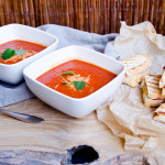 Krem pomidorowy i tosty z bresaolą