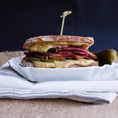 Pastrami – kanapka klasyczna