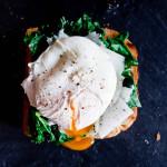 Tosty z ladro, jarmużem, serem i jajkiem