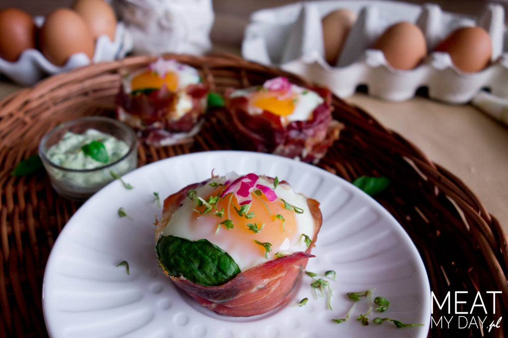 Jaja w kokilkach z szynki parmeńskiej