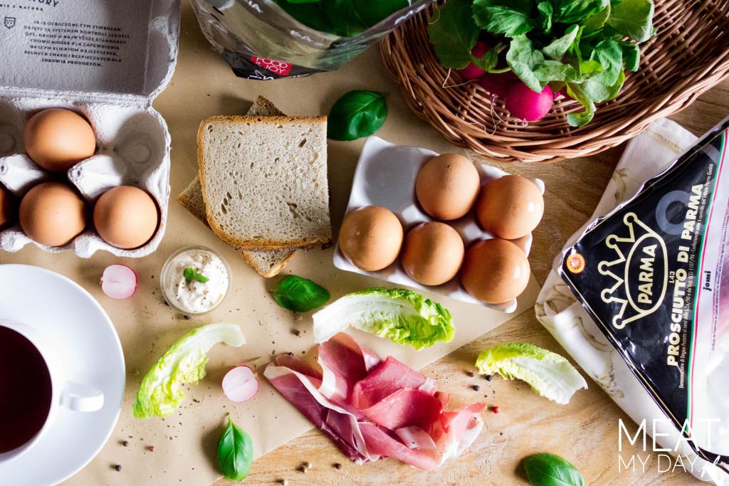 Jaja z kokilkach z szynki parmeńskiej