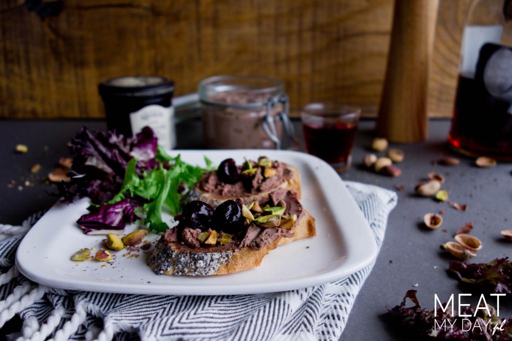 Pâté z armaniakiem, pistacjami i wiśniami