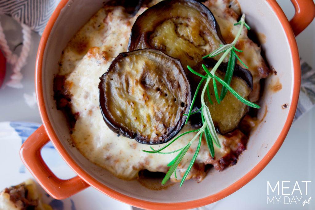 Moussaka z mięsem, bakłażanami i ziemniakami