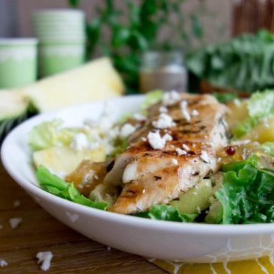 Sałatka z soczystym kurczakiem, ananasem i ricottą