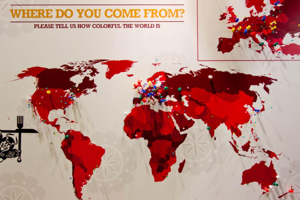 Busó Bistro - Mapa świata z pinezkami