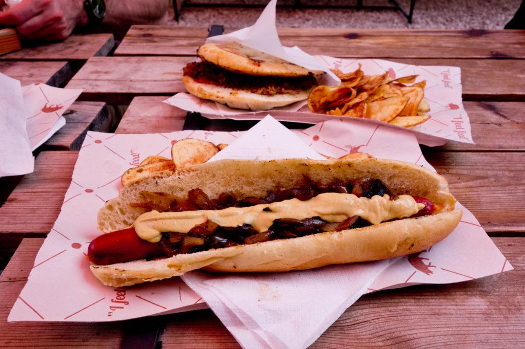 Hot-dog z kiełbaską z mangalicy - Budapeszt