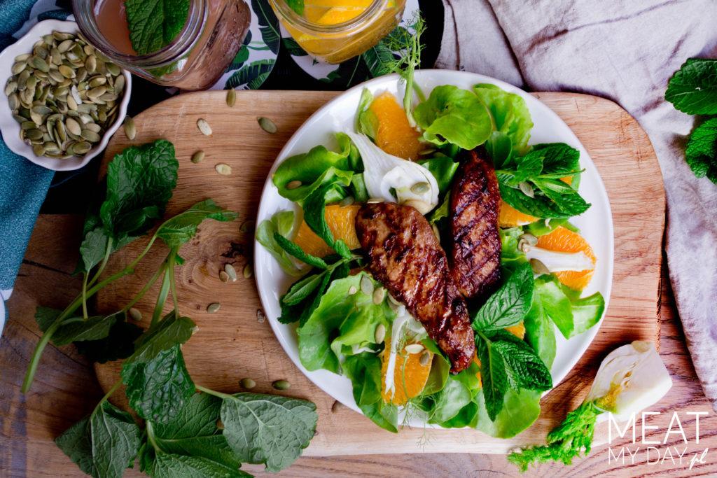 Orzeźwiająca sałatka z grillowanym kurczakiem i pomarańczami