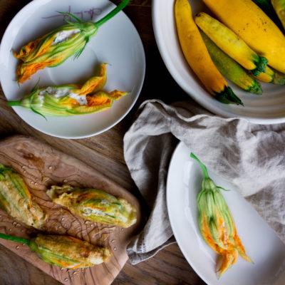 Kwiaty cukinii faszerowane ricottą, szynką i ziołami