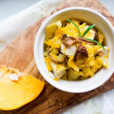 Jesienny makaron z kurczakiem, dynią i kurkami
