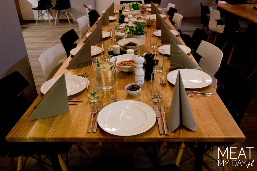 Stół czeka na libańską kolację