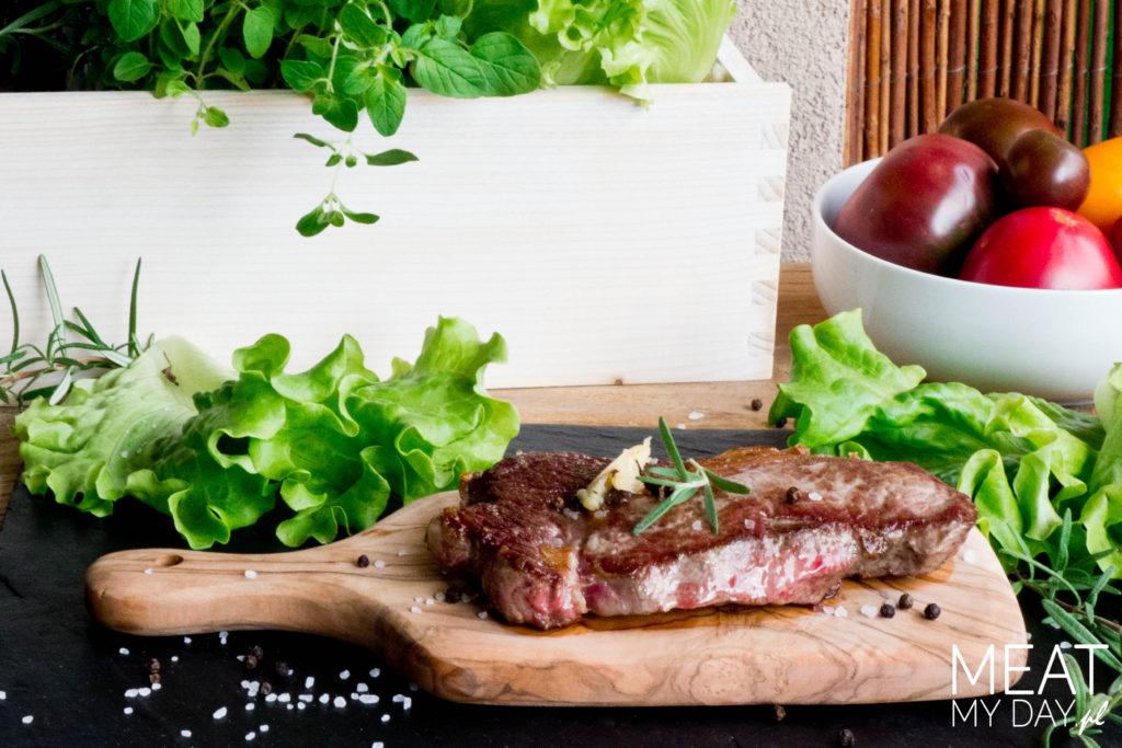 Stek z antrykotu z masłem truflowym