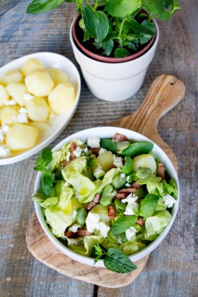 Sałatka z bobem, boczkiem, ziemniakami i serem bałkańskim