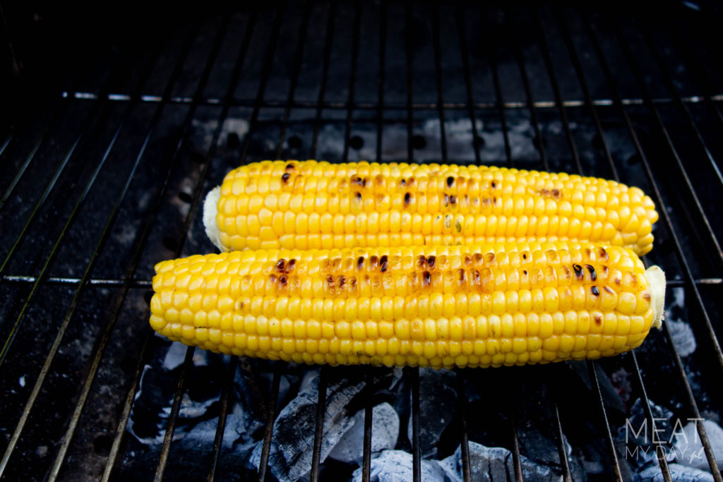 Sałatka z grillowanej kukurydzy, kolendry i parmezanu