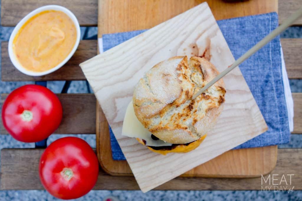 Burger z grilla z sosem mango