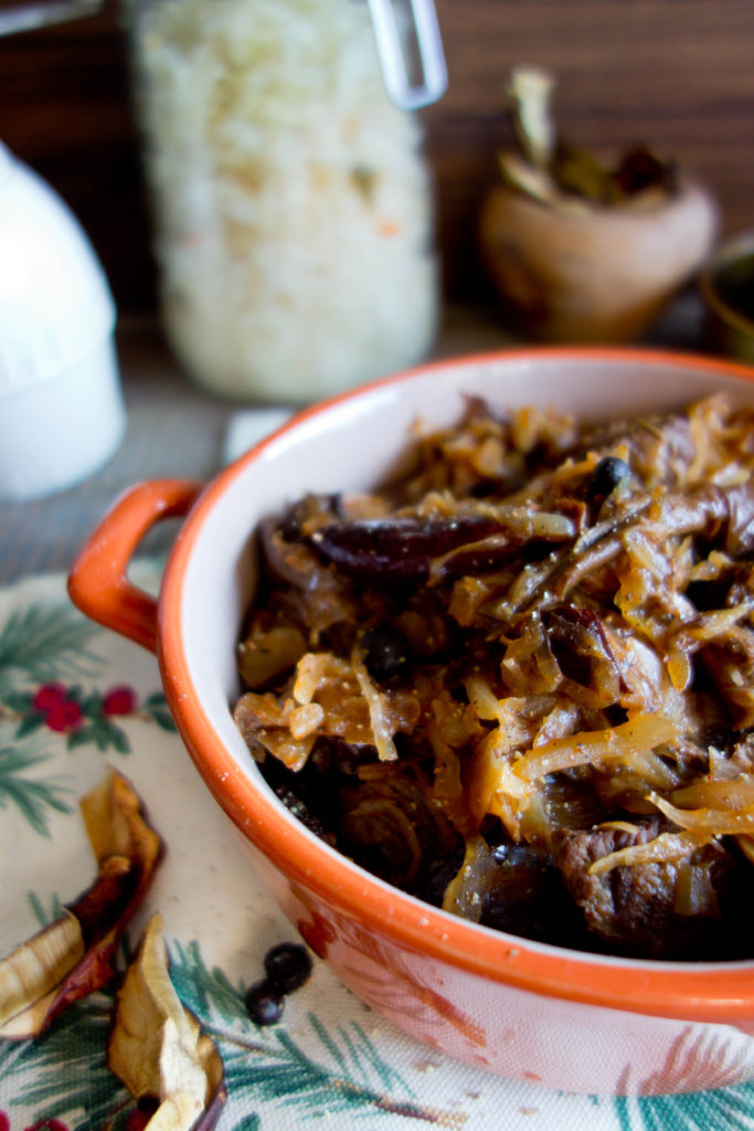 Bigos świąteczny z mięsem i grzybami