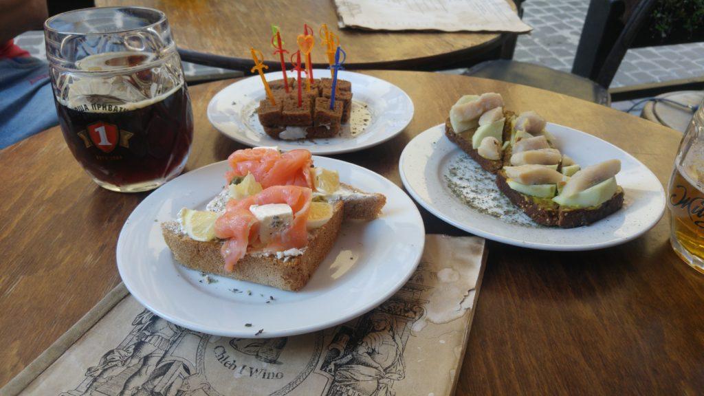 Chleb i Wino we Lwowie - kanapki i piwo